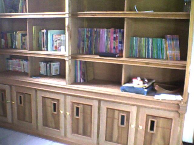 Persiapan Rak dan sedikit Koleksi buku