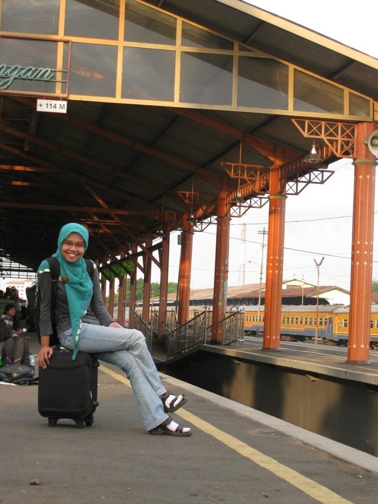 Sebelum kereta datang