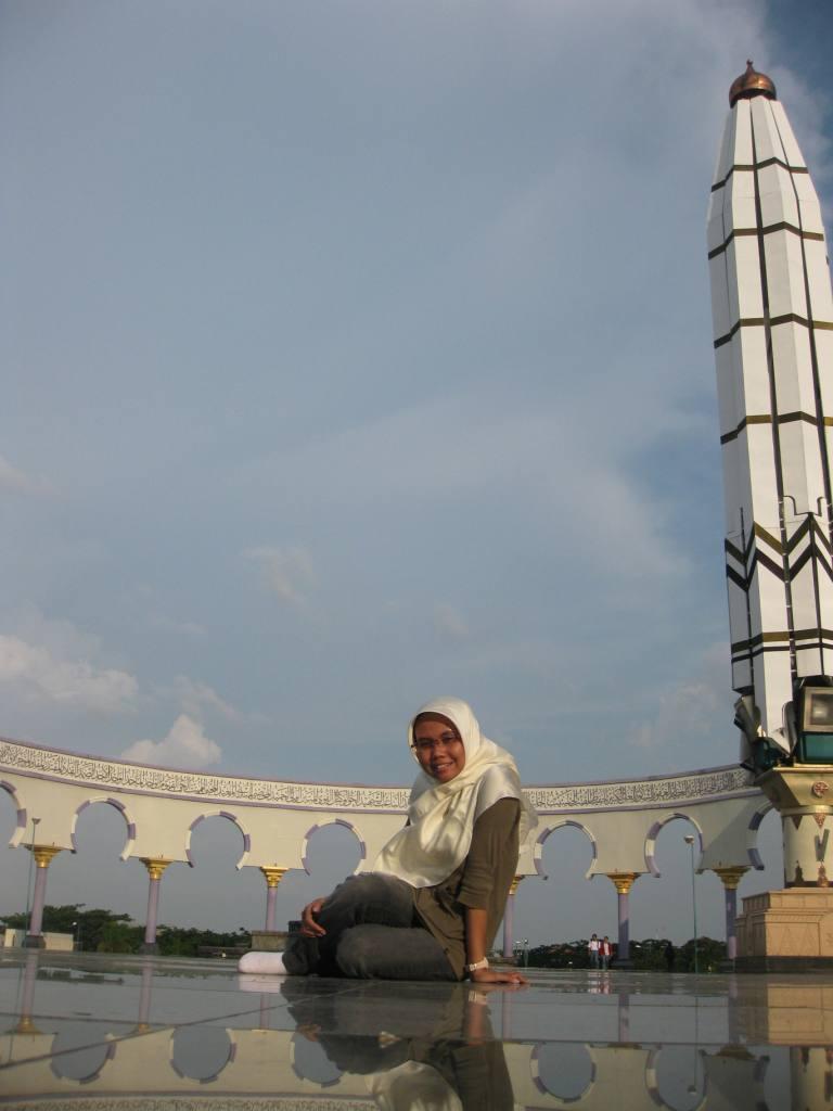 Sok-sokan main di masjid :D