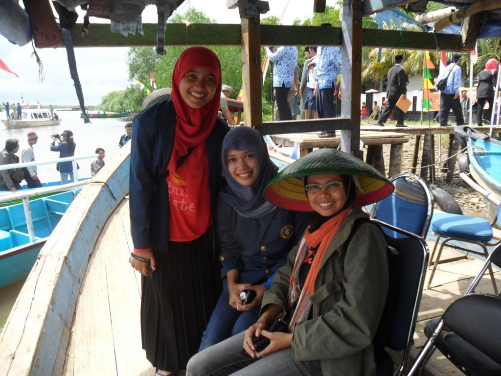 With mahasiswi IPB yang lagi KKN di Kamla